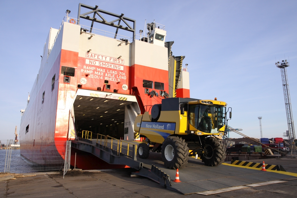 Roll on/roll off (Ro- Ro) cargo transportation with ships